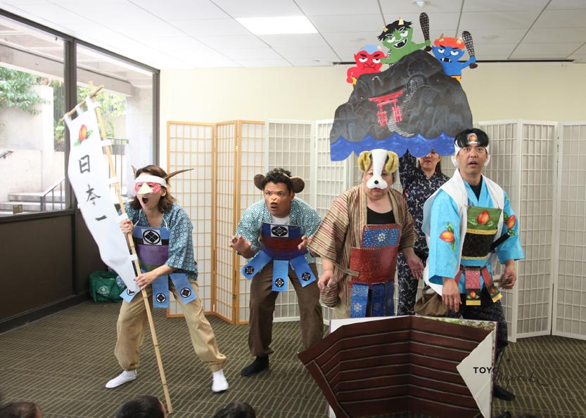 Pertunjukkan Momotaru dalam Perayaan Hanamatsuri 2012