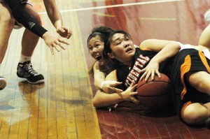 Linda Ly and Oxy's Britinee Yasukochi wrestle for the ball during overtime.