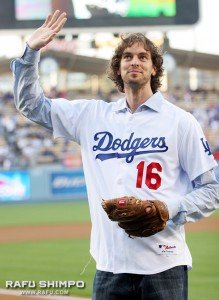 Lakers all-star forward, Pau Gasol throws out the ceremonial first pitch on Friday evening.