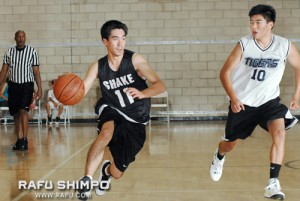 Gus Bracamontes of Shake'n' Bake dribbles his way around Tigers Terrors' Brian Kato, during Men's A plus-Los Angeles action. (MIKEY HIRANO CULROSS/Rafu Shimpo)