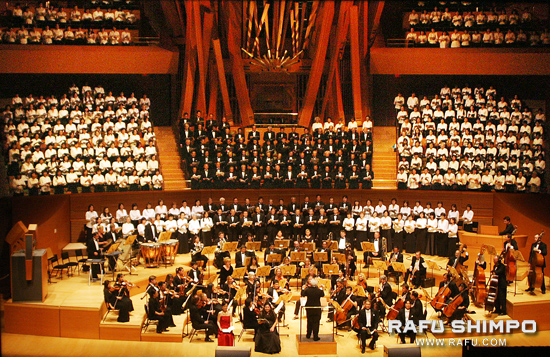 The Asia America Symphony is backed Friday by a community choir for their performance of Beethoven's Ninth Symphony at the Disney Hall. (MARIO G. REYES/Rafu Shimpo)