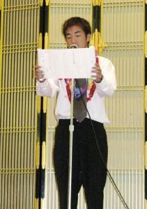 答辞を読む卒業生総代の野呂光さん
