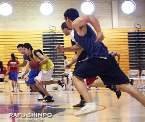 the 2009 Nisei Week Hoops Tournament was full of wellplayed, fast-paced contests, with players from across Southern California. (JORDAN IKEDA/Rafu Shimpo)