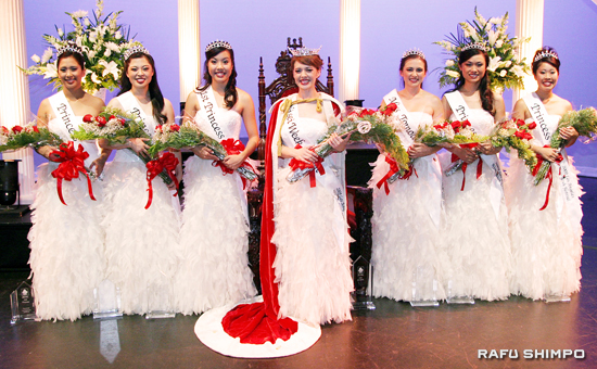 Newly crowned 2009 Nisei Week Queen Dana Fujiko Heatherton, center, is flanked by the other members of the court. From left are: Whitney Lee Itano, Aimee Teruko Machida, First Princess Marissa Saori Tamaru, Heatherton, Miss Tomodachi Nicole Kiyomi Masuda, Jennifer Yoko Akamine and Michelle Yukari Hirose. (Photos by MARIO G. REYES/Rafu Shimpo)