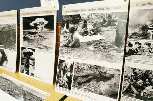 被爆の惨状を伝える広島・長崎の原爆パネル展示