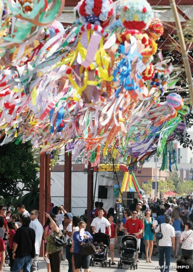 Visitors admire the colorful kazari displayed at the first annual Los Angeles Tanabata Festival this weekend in Little Tokyo. (Photos by MARIO G. REYES/Rafu Shimpo)