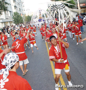 The Grand Parade will start 5:30 p.m. on Sunday, Aug. 16. (Photo by MARIO G. REYES/Rafu Shimpo)