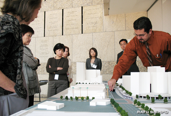 Ray Sosa of Metro explains the model of an aboveground option for the proposed Regional Connector during a meeting of the Little Tokyo Community Council on Tuesday. The model depicts Alameda Street heading northbound with the at-grade rail line and an underpass for automobile traffic. (Photos by GWEN MURANAKA/Rafu Shimpo)