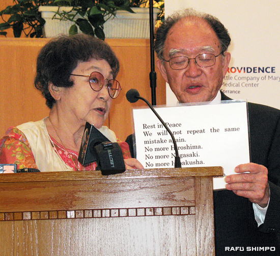 Atomic bomb survivors Kaz Suyeishi and Junji Sarashina offer a message of peace at a press conference announcing the 17th biennial medical check ups of hibakusha which will be held this weekend in Torrance. (GWEN MURANAKA/Rafu Shimpo)