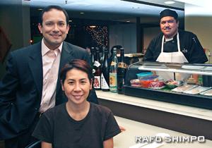 Oba Sushi Izakaya co-owners Alvie Betancourt, standing, and Kunche, with sushi chef Alfonso Estrada. (JORDAN IKEDA/Rafu Shimpo)