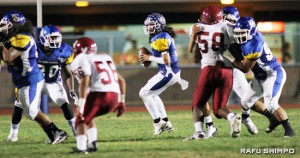 Casey drops back for a pass against Downey on Oct. 16 (MARIO G. REYES/Rafu Shimpo)