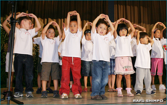 UCIモンテソーリ日本語学園の子どもコーラスによる童謡メドレー