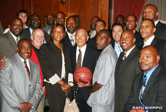 Coach Dave Yanai, center, poses with former players and assistant coaches during a gala dinner in his honor at the Los Angeles Athletic Club in Downtown on Sunday evening. (Photos by JORDAN IKEDA/Rafu Shimpo)