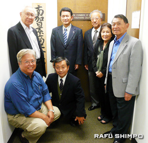 GWEN MURANAKA/Rafu Shimpo From right, Tom Kamei, Emi Komano, Tatsushi Nakamura, Terry Handa, Hiroshi Yamaguchi, Mike Okamoto and Carl Kawata of the Japanese Chamber of Commerce of Southern California. (GWEN MURANAKA/Rafu Shimpo)