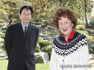 リトル東京日本映画祭にゲスト出演する杉さん(右)とモデレーターを務める小阪さん