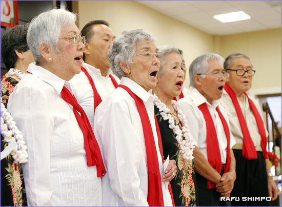 聖歌などを披露する混声合唱団「シルバー・クワイアー」