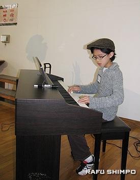 メディナ・健太くんによるピアノ演奏「ソナチネ」