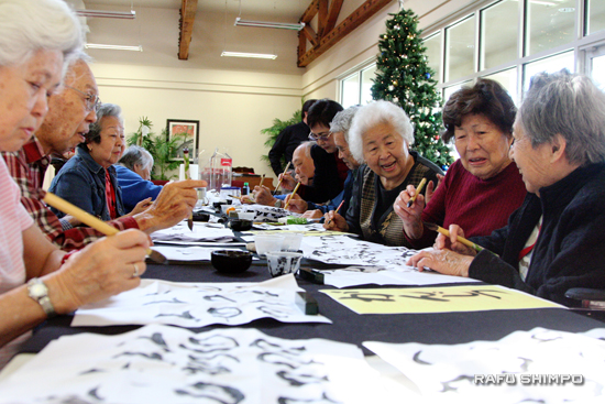 Residents of Nikkei Senior Gardens in Arleta practice Japanese calligraphy. The senior assisted living facility opened in March. (JORDAN IKEDA/Rafu Shimpo)