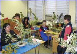 協同システム日本語学園でのいけばな教室