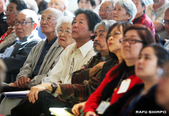 From veterans to former internees to Muslim American students, over 200 people were attendance at the 2010 Day of Remembrance Program at the Japanese American National Museum.  (MARIO G. REYES/Rafu Shimpo)