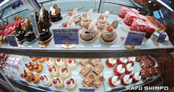 The display case at Patisserie Grégory Collet in the heart of Kobe greets visitors with a delightful selection of pastries and sweets. The shop also has a location in Osaka. (Photos by MIKEY HIRANO CULROSS/Rafu Shimpo)