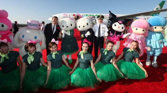 Sanrio characters and dancers pose with EVA Air Chairman K.W. Chang (in pilot's uniform) and Sanrio COO Kunihiko Tsuji.