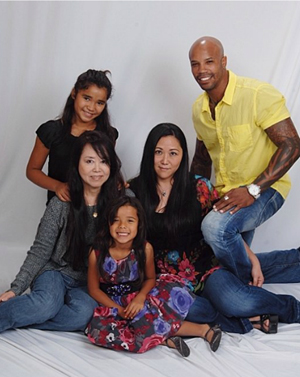 Yuriko Kato (center) with her husband Chris Christopher, daughters Sumomo and Ayura, and mother Hisako.