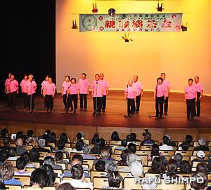 元気よく歌う鹿児島県人会の「カルカンコーラス」