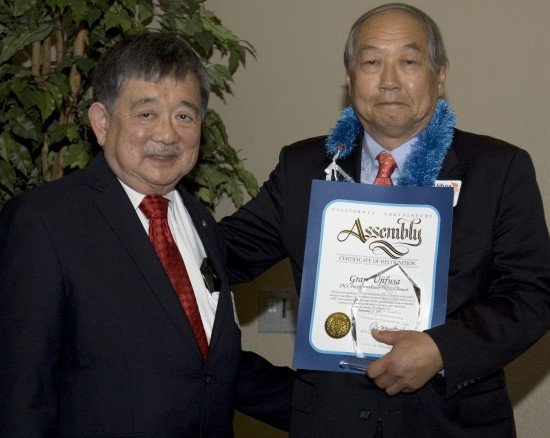 JACL PSW Governor Ken Inouye (left) with keynote speaker Grant Ujifusa at the district awards luncheon. (Photo by Lloyd Nakatani)