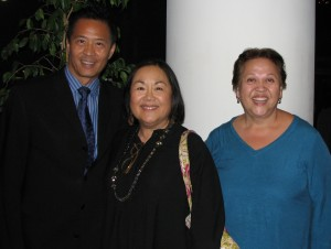 """Emily Kuroda (center) with Tim Dang, East West Players artistic director, and actress Amy Hill, who will direct """"The Nisei Widows Club: How Tomi Got Her Groove Back"""" at EWP. (J.K. YAMAMOTO/Rafu Shimpo)"""
