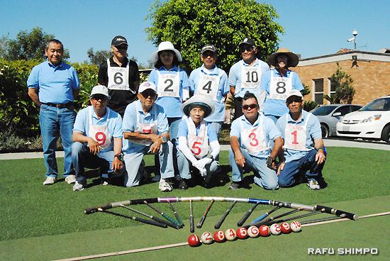 南加ゲートボール協会のメンバー。左端が当山会長
