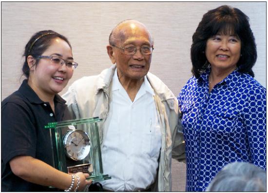 Ansho Mas Uchima accepts the Japanese American Living Legacy Award from Peggy Mizumoto (left) and Natalia Yamashiro-Chogyoji on Oct. 5.