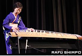 「さくらイレブン」を演奏する粟屋陽子