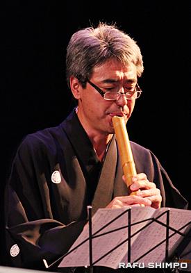 日本から参加した尺八奏者の柿堺香
