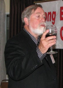Bruce Easley, coordinator of the Physicians Exchange, led the toast.
