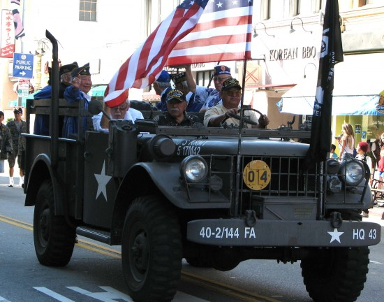Members of Japanese American Korean War Veterans in this year's Nisei Week Parade. (Rafu Shimpo photo)