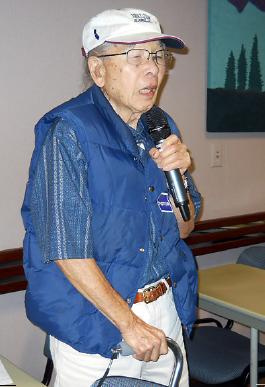 Arnold Maeda, a Manzanar internee, speaks at the hearing. (ELLEN ENDO/Rafu Shimpo)