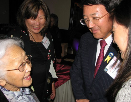 Yokkaichi Mayor Toshiyuki Tanaka chats with former Long Beach Mayor Eunice Sato and Diana Ono of Mie Kenjinkai.