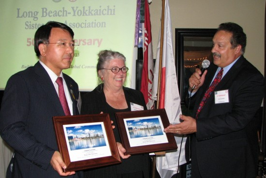 David Zanatta (right), chairman/president of Sister Cities of Long Beach, presented commendations to Yokkaichi Mayor Toshiyuki Tanaka and Long Beach-Yokkaichi Sister City Association President Jeanette Schelin.