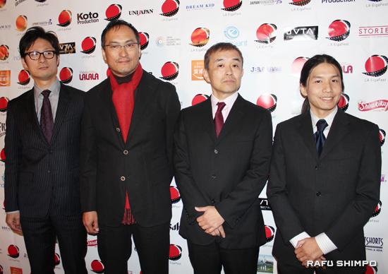 レッドカーペットに登場した(左から)李相日監督、渡辺謙、石田雄治プロデューサー、三石勇人代表