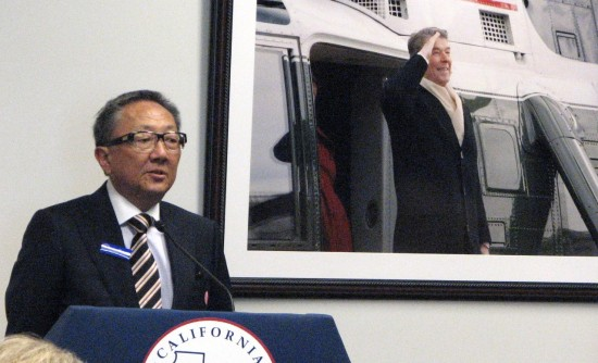 Former National JACL President Cressey Nakagawa speaks in the Air Force One Board Room.