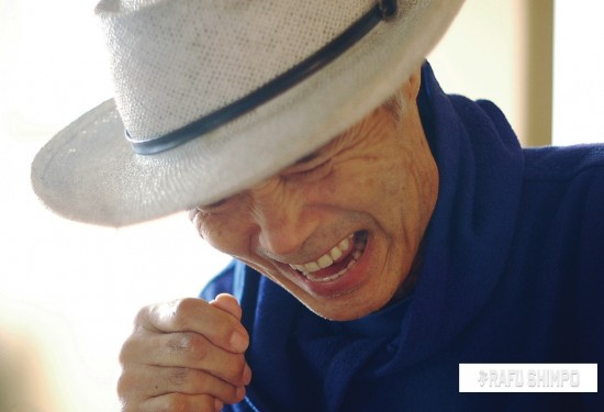 Arthur Nakane laughs at the Glassell Park home of his son on Wednesday. The musician, widely known for the one-man band act he's performed for decades, will return to the stage Dec. 21 and 22, more than six months after suffering a severe spinal column injury. (MIKEY HIRANO CULROSS/Rafu Shimpo)