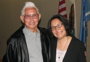 """Manzanar to Mount Whitney"" author Hank Umemoto and his editor, novelist Naomi Hirahara. (Photo by J.K. YAMAMOTO/Rafu Shimpo)"