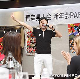 会場を笑いに包んだコメディアンの神田瀧夢さん