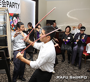 熱演で盛り上げたねぶた囃子保存会。手前の太鼓奏者が木村昭さん