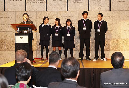 和泉高校の生徒6人によるプレゼンテーション