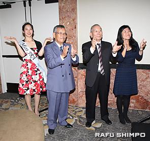 三本締めを行う(左から)JRA女王の柚原恵さん、波多野会長、豊島年昭顧問、JETROの吉村佐知子所長