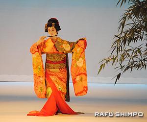 正派若柳流日本舞踊「華の会」の若柳春華さんによる「東都獅子」