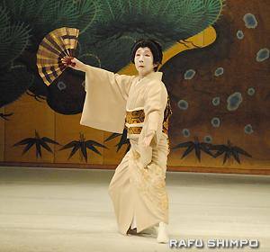 観客を魅了した若柳久三師による「寿童」