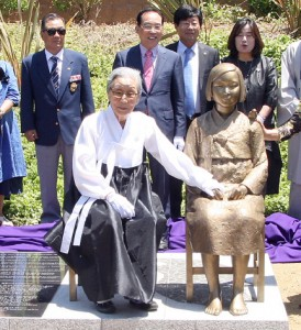 Kim Bok-dong, a former comfort woman, at the unveiling of a comfort women monument in Glendale. (MARIO G. REYES/Rafu Shimpo)